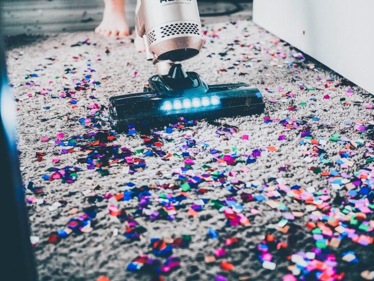 Vacuum cleaner for cat litter
